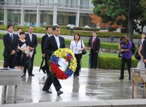 President Correa visiting the cenotaph