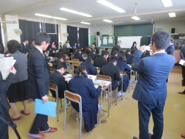 中学校 二葉 現広島市立二葉中学生三年生です。